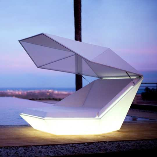 The beautiful clam-like shape Loveseat Faz Daybed with Parasol and LED Light by Vondom