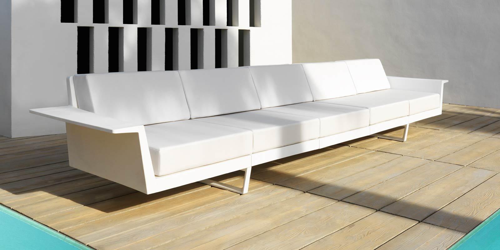 Delta a lounge outdoor 5 seat sofa by vondom shown here with matt finish