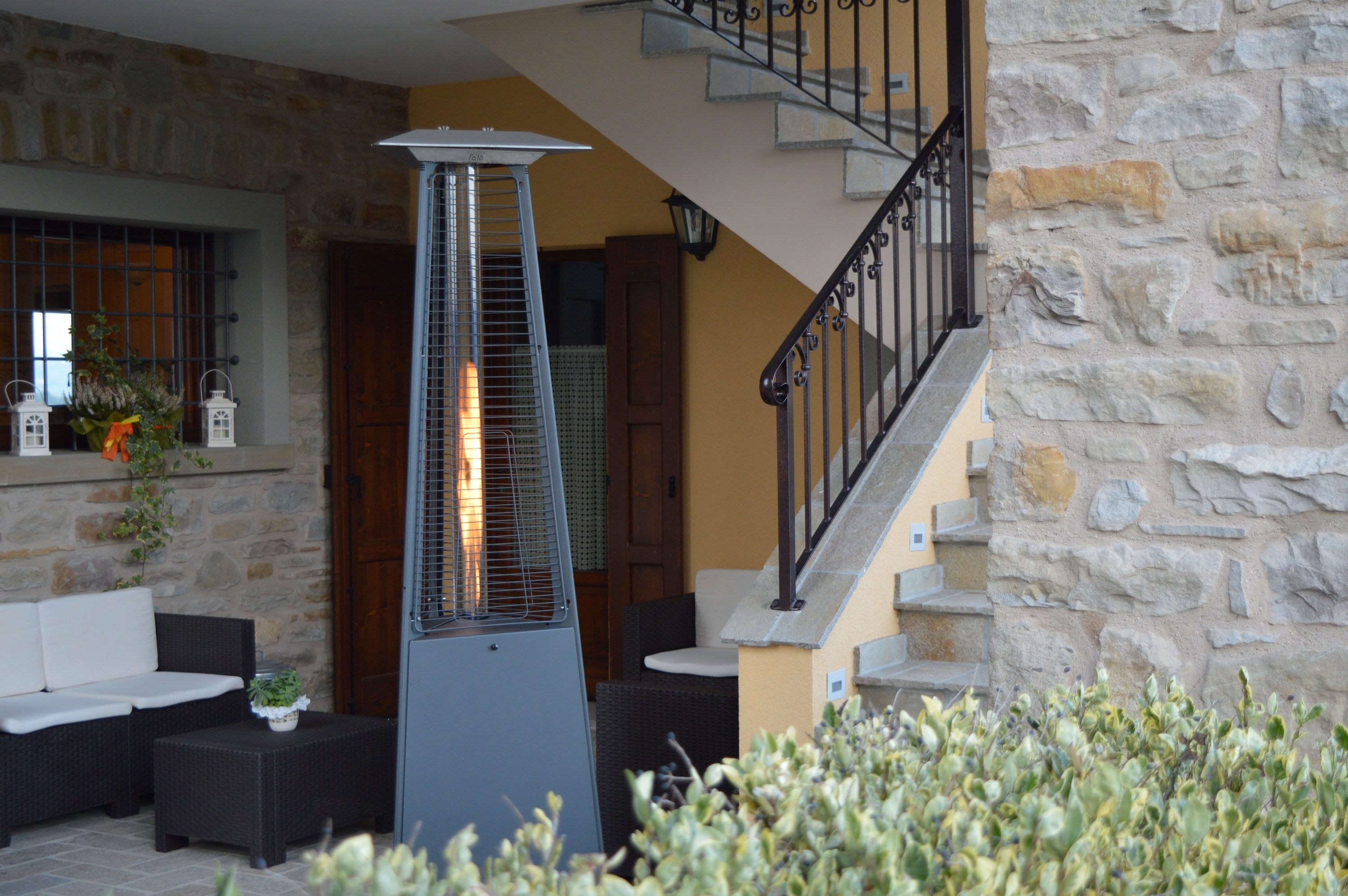 falo evo pyramid gas outdoor heater by italkero. Black Bedroom Furniture Sets. Home Design Ideas