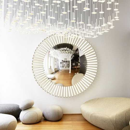 LUCKY EYE L Giant Round Wall Lamp with starburst OLEDs and Integrated Mirror
