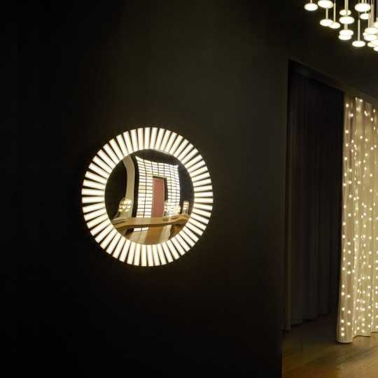 LUCKY EYE S Round Wall Lamp with Mirror and sunburst OLED Panels