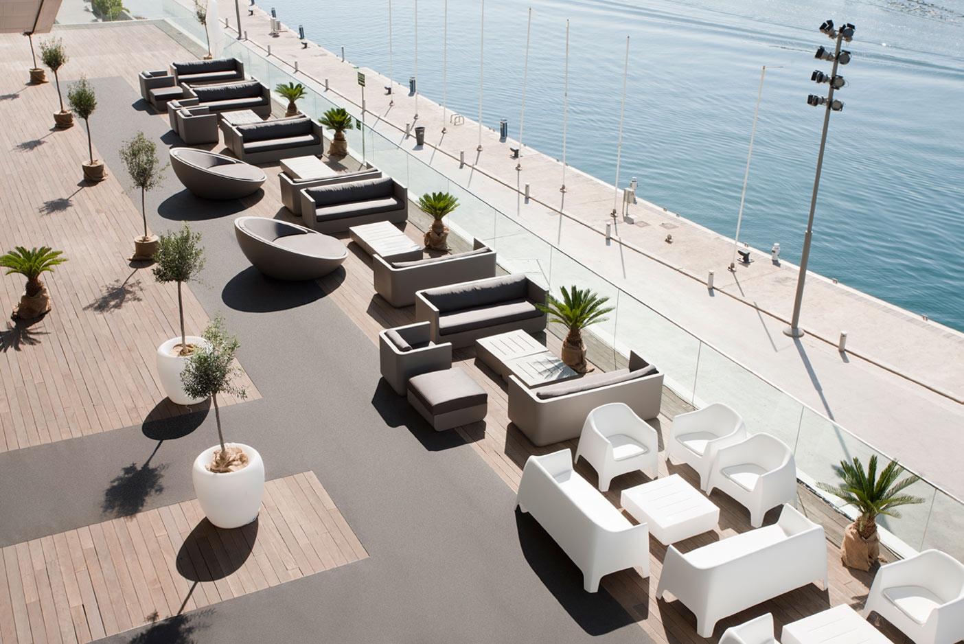Ulm sofa outdoor polyethylene sofa with matt finish by vondom for Designhotel ulm
