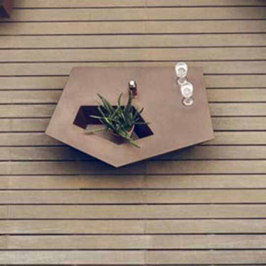 Faz Coffee Table Lacquered - Outdoor Table with Lacquered finish and Planter