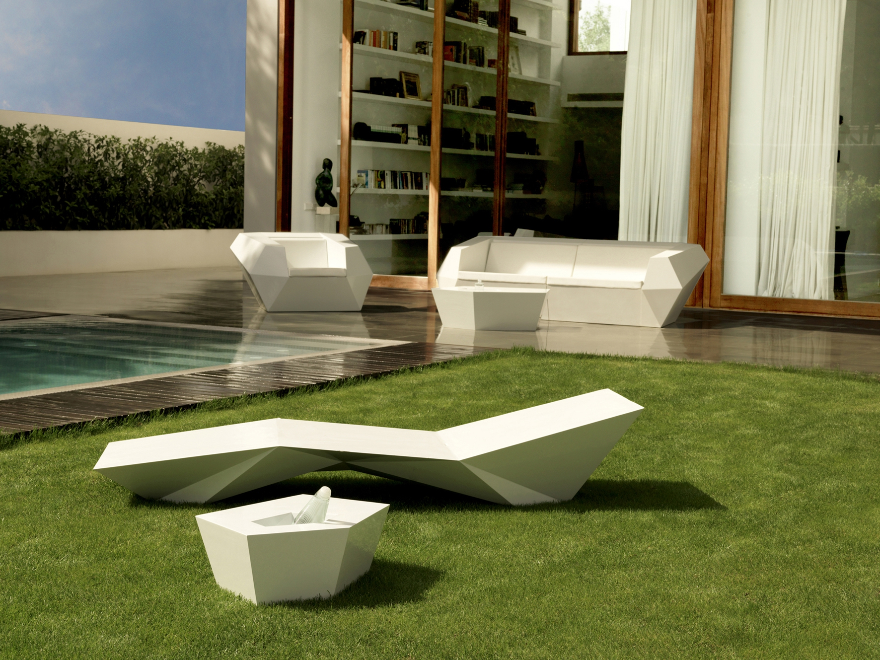 Faz Coffee Table Lacquered Outdoor Table with Planter by Vondom