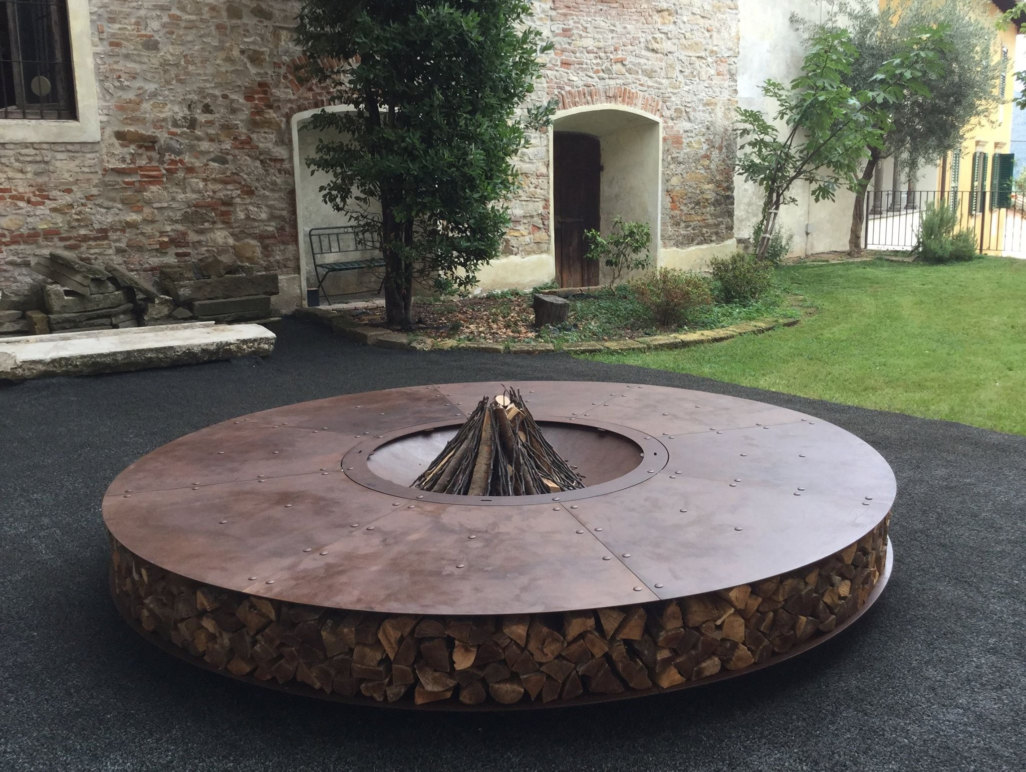 Giant outdoor rust finish steel fire pit 300 cm zero for Outdoor modern fire pit