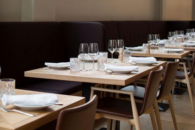 Modern european furniture for hotels restaurants bars for Table bar cuisine americaine