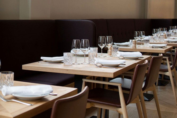 Sunbrella Chairs European Quality Tables for Restaurants - BARAZZI