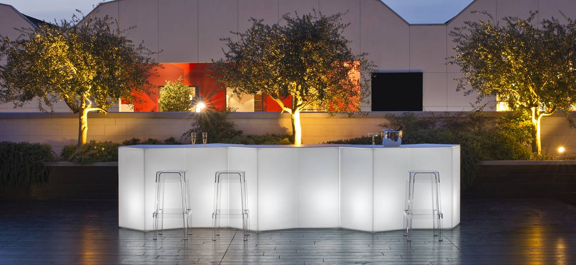 Bar lumineux modulable Iceberg Pedrali installation indoor et outdoor
