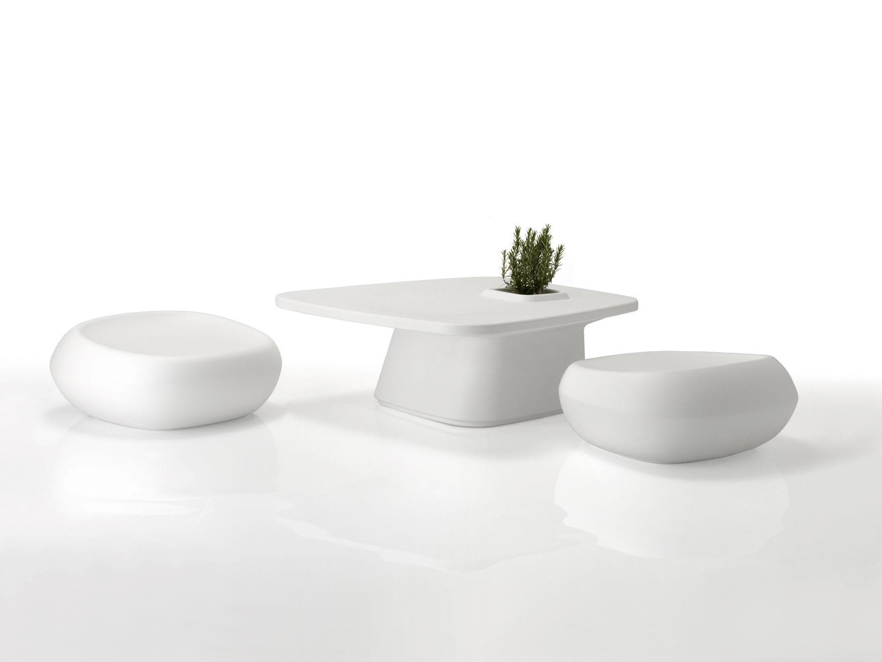 Gamme de meubles design Moma table basse et poufs Vondom