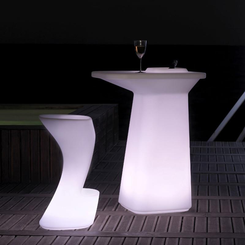 Gamme de meubles lumineux Moma table mange debout lumineux et chaise de bar lumineuse Vondom